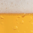 Постер, плакат: Bier im Glas mit Schaumkrone