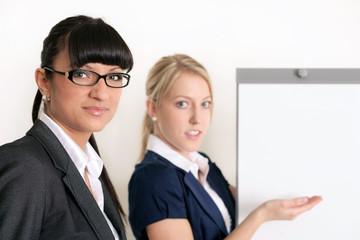 Geschäftsfrauen während einer Präsentation