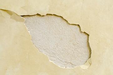 Pared de cemento con grieta.