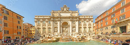 Fountain di Trevi - most famous Rome's fountains in the world.  - 47077104