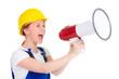 handwerkerin schreit in ein megafon