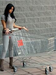 Donna con il carrello