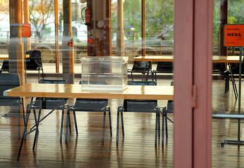 Colegio electoral, urnas para votar