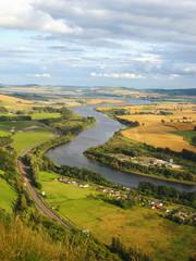 paisaje de rio y valle