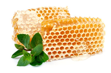 Honey honeycombs with mint