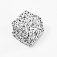 Granit-Würfel freigestellt