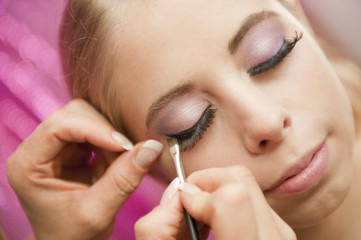 Pose de faux cils - maquillage