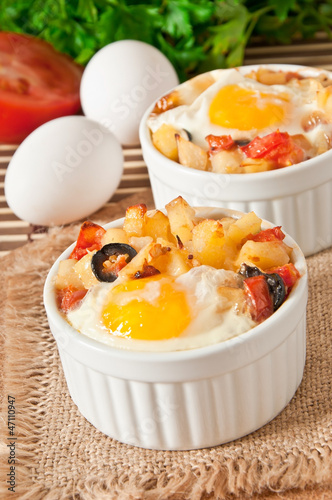 Eggs baked with potatoes