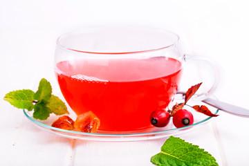 frischer Tee aus Hagebutten