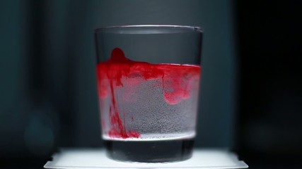 Inchiostro in bicchiere