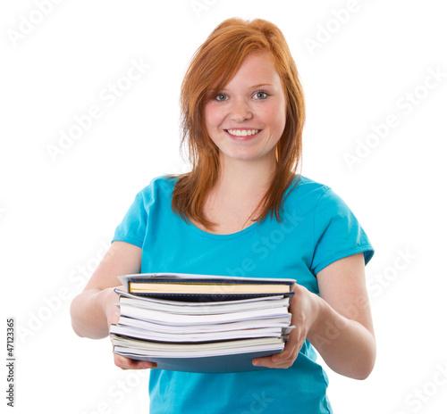 Rothaariges Mädchen mit Unterlagen in der Hand