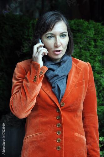 Businessfrau mit Handy
