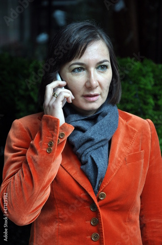 Businessfrau mit Handy