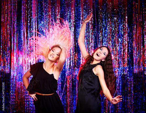 girls dancing