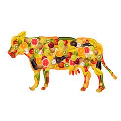 Eine Kuh, zusammengesetzt aus Obst und Gemüse