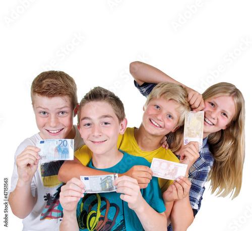 Gruppe Teenager mit Geldscheinen