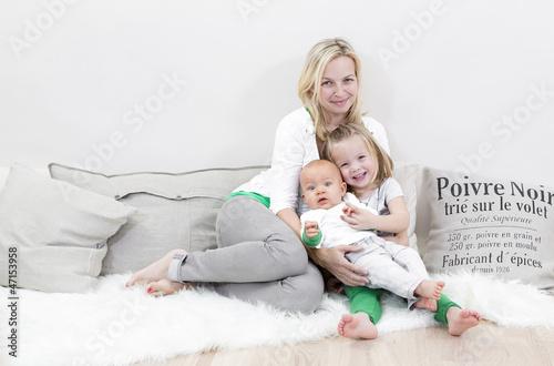 mutter mit 2 kindern