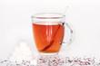 Tee mit Zuckerwürfel