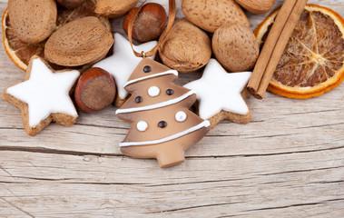 Weihnachtsmix mit Tannenbaum auf Holz I