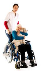 Oma mit Hund im Rollstuhl 241112