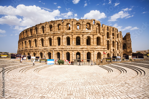 Fotobehang Tunesië Ruins of the largest colosseum in in North Africa. El Jem,Tunisi