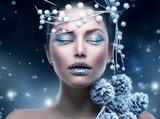Fototapety Winter Beauty Woman. Christmas Girl Makeup