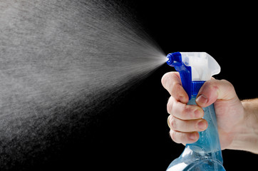 Spraying liquid cleaner