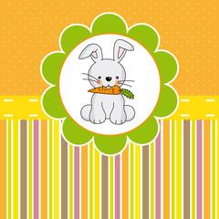 Tarjeta de pascua. Conejo comiendo zanahoria