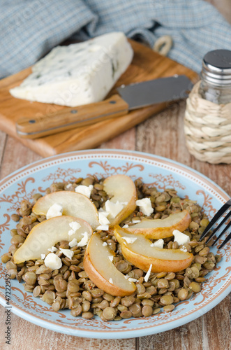 Lentil salad with caramelized pears and blue cheese