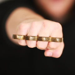 Faust mit Schlagring