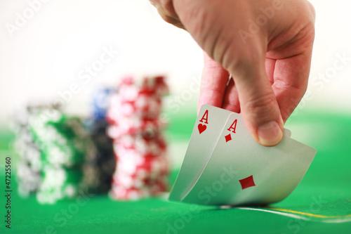 Zwei Asse beim Pockerspielen