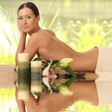 jeune fille dans le salon de spa