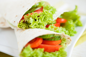 Thin pita bread and fresh vegetables