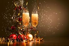 "Постер, картина, фотообои ""Glasses of champagne at new year party"""