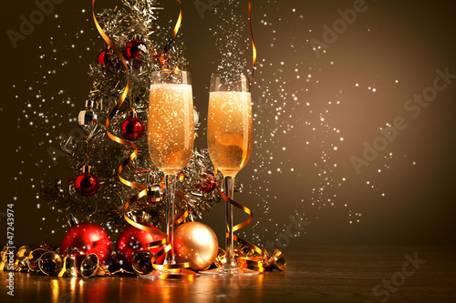 Tuinposter Alcohol Glasses of champagne at new year party