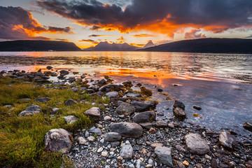 tramonto fiordo alle lofoten norvegia