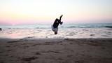 Homme sportif sur la plage