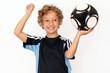 Kleiner Junge mit Fussball