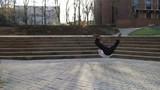 Homme dansant dans la rue
