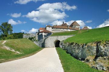 L'entrée du chateau de Joux dans le Doubs