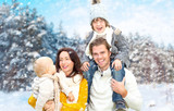 Fototapety happy family winter time