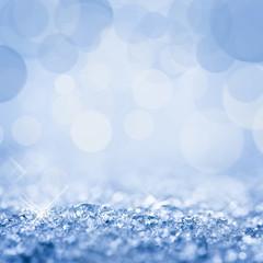 Neige vue de près, bokeh bleu