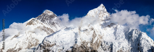 Mt. Everest, Lhotse, Pumori © lumen-digital