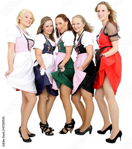 junge Damen auf dem Volksfest