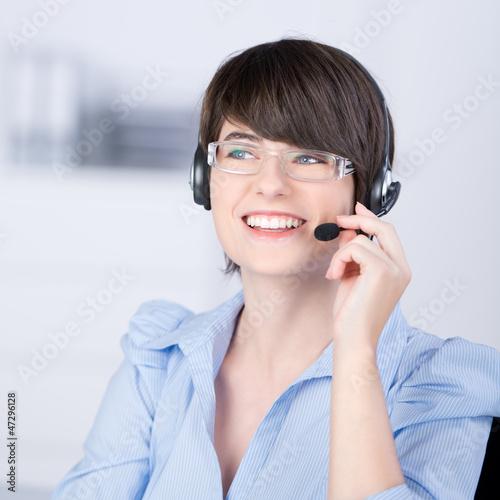 geschäftsfrau telefoniert mit headset