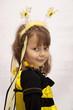 Dziewczynka w stroju pszczółki