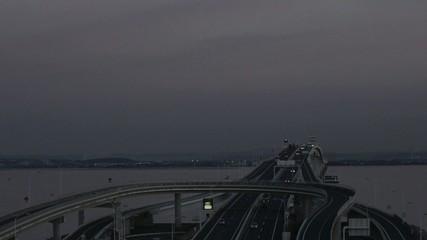 夕暮れの東京湾アクアライン