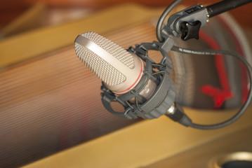 Micrófono y piano 1