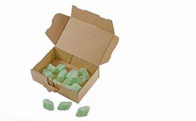 Pappschachtel mit Verpackungschips