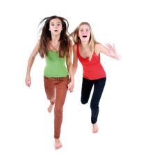 Zwei schreiende, laufende Mädchen